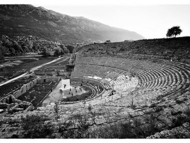 "The ""Prometheus Bound"" again gave life to the ancient theater of Dodona."